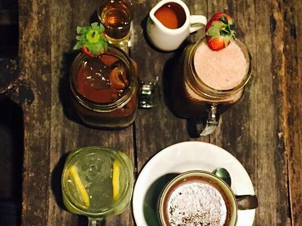 Houten Hand Coffee & Beer