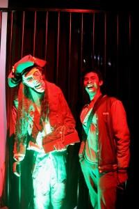 Patung dan Lukisan Glow tersebar di berbagai sisi
