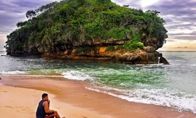 Pantai Watu Leter Malang MG