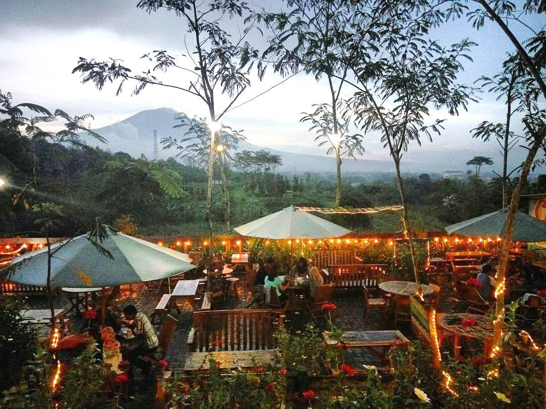 Cafe outdoor Cokelat Klasik Malang