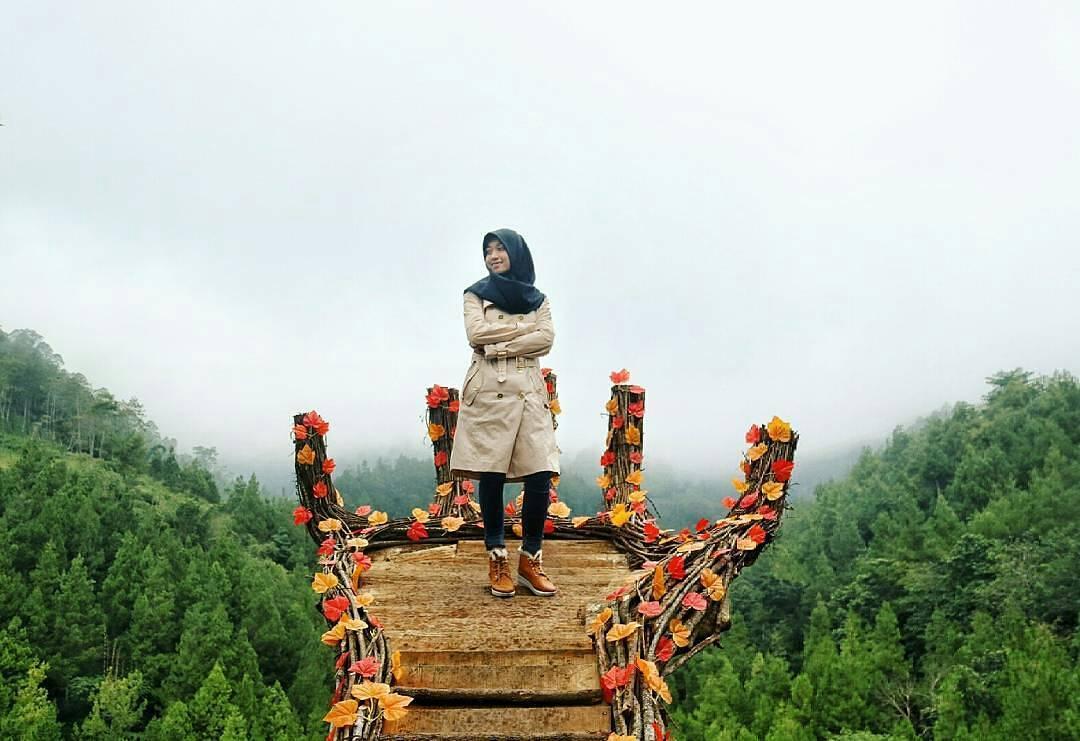 Spot Foto Tangan Raksasa Coban Putri Batu