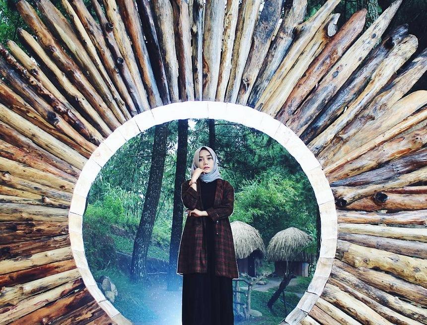 Goa Pinus Batu, Spot Selfie Pemandangan Alam
