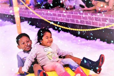 Wisata Salju di Hawai Snow City Malang Guidance